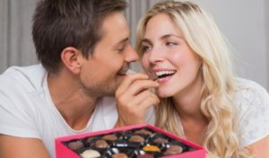 preview-full-couple-eating-chocolate-e1416270035712-615x360