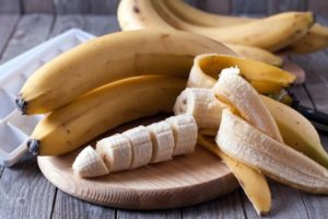 preview-full-whole-and-sliced-bananas-on-board