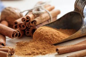 cinnamon barks and powder
